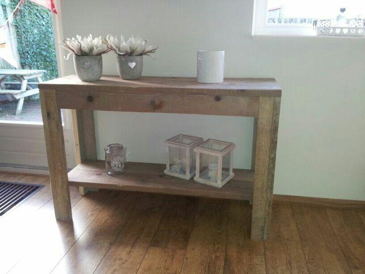Steigerhouten side table met leuke accessoires
