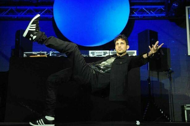 """Dynamo the Magician Impossible shows off his """"Matrix"""" trick to the crowd."""