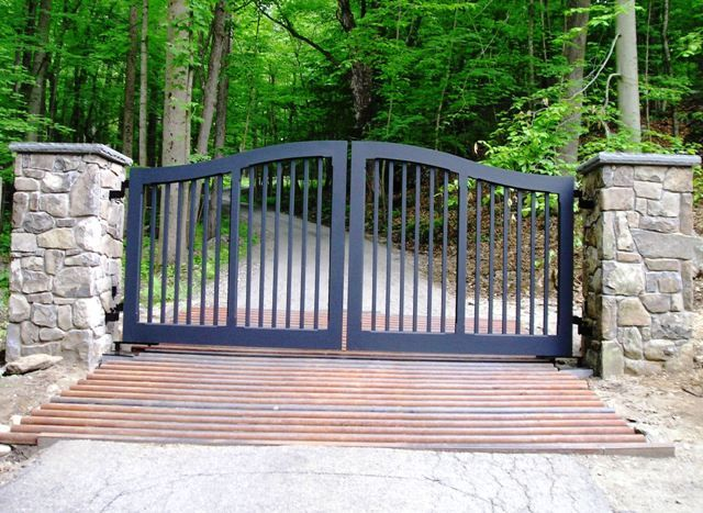 Dont like the gate, but like the driveway with a gate like this. Lw