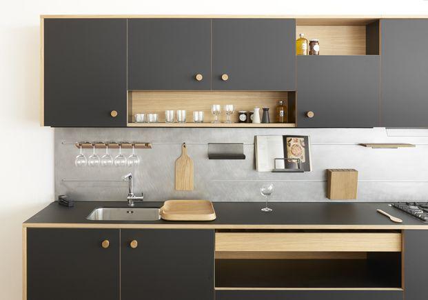Tendencias en las cocinas: predilección por los materiales naturales, el gris es el nuevo blanco, accesorios en tonos metálicos y plantas de interior.