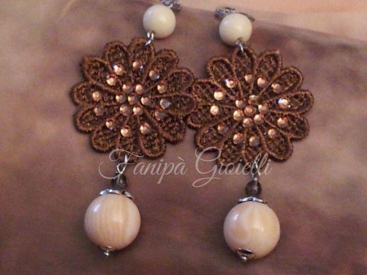 Calde sfumature bronzo e delicate nuance peau d'ange per questi orecchini Fanipà Gioielli.