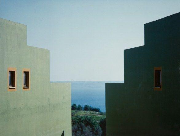 Luigi Ghirri, Case popolari per I.A.C.R. della provincia di Roma Mazzano, 1979, Raccolta della fotografia, Galleria civica di Modena © Eredi Luigi Ghirri