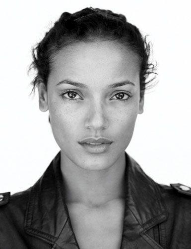 Selita Ebanks, no make up and still beautiful...