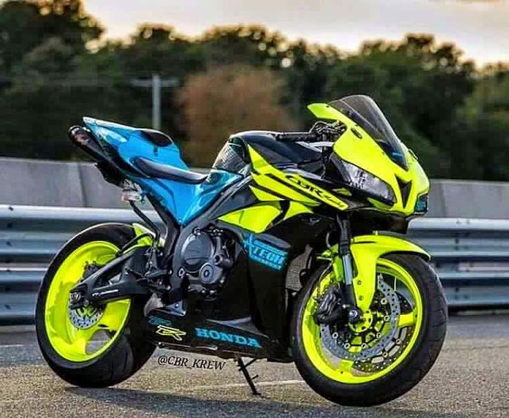 CBR 600 RR like the color scheme