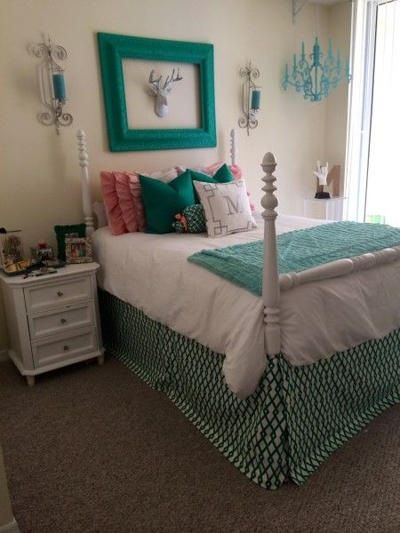 custom bedding looks from Decor 2 Ur Door  Sorority and  ~ 055653_Sorority Dorm Room Ideas
