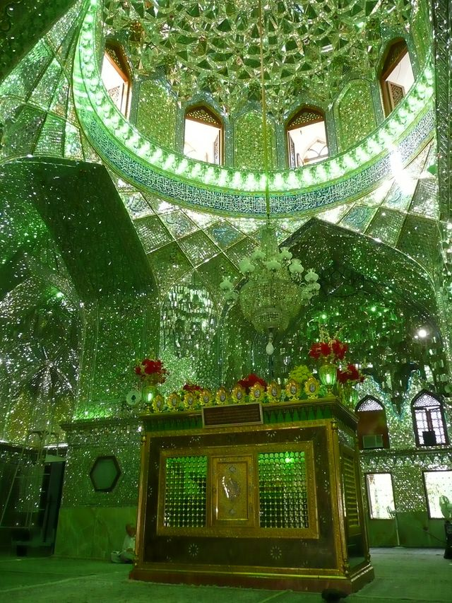 http://japan.digitaldj-network.com/articles/32732.html イランのモスク「シャー・チェラーグ廟 (Shah Cheragh) (via. Matthew Winterburn)