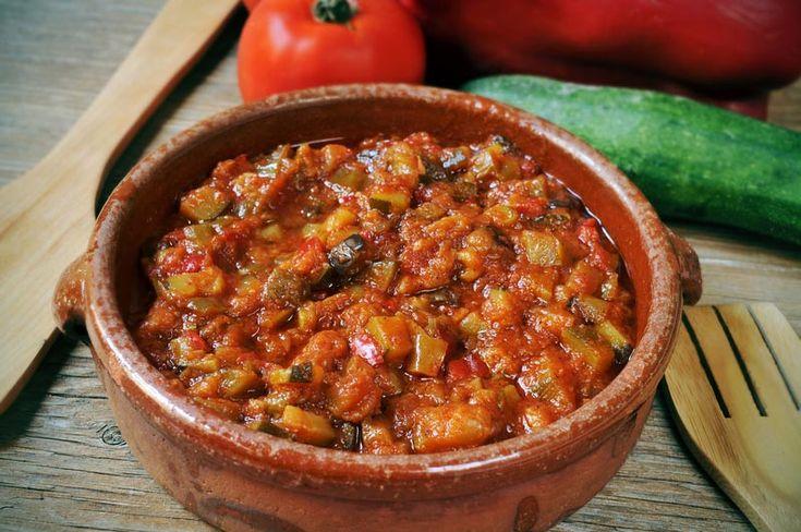 Alimentaţia raw sau fără foc este renumită pentru efectul vindecător pe care îl are asupra organismului. Hrana vie abundă în enzime şi nutrienţi care sunt la cote minine în hrana preparată termic.