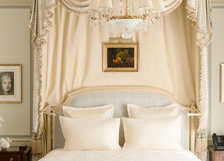Elegantly appointed yet intimate, the Deluxe Junior Suites - New Ritz PARIS...