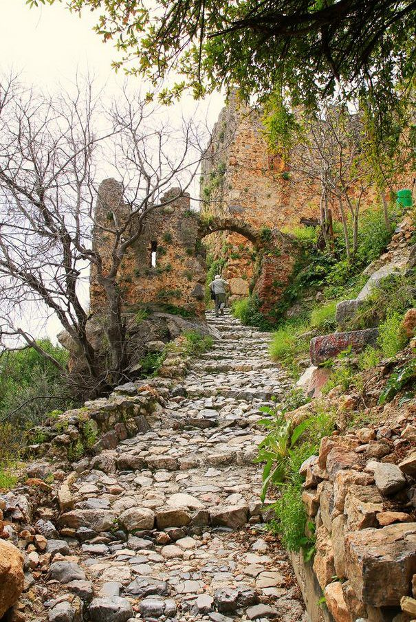 Steps to the castle, Alanya / Turkey (by Dife_Nbg).