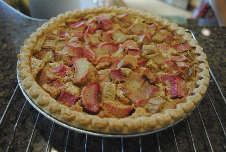 Rhubarb Pie recipe - this is the easiest pie ever! Plus, no refined sugar :): Pies Recipes, Pie Recipes, Favorite Recipes, Recipes Pies, Free Recipes