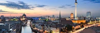 Eerste stop in reis.  Bezienswaardigheden: Brandenburger tor, Rijkdag, Checkpoint Charlie, de Berlijnse muur. Duur: 2 à 3 dagen + 1 rustdag
