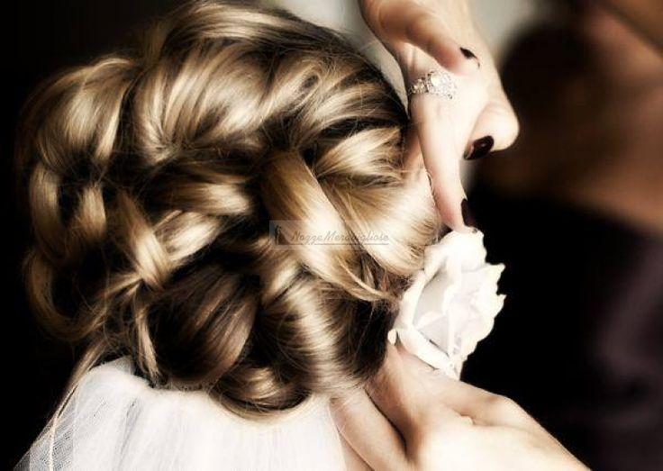 Dettaglio acconciatura sposa http://www.nozzemeravigliose.it/matrimonio/visagista-makeup-artist-hair-stylist/caserta/rossi-hair-salon/372