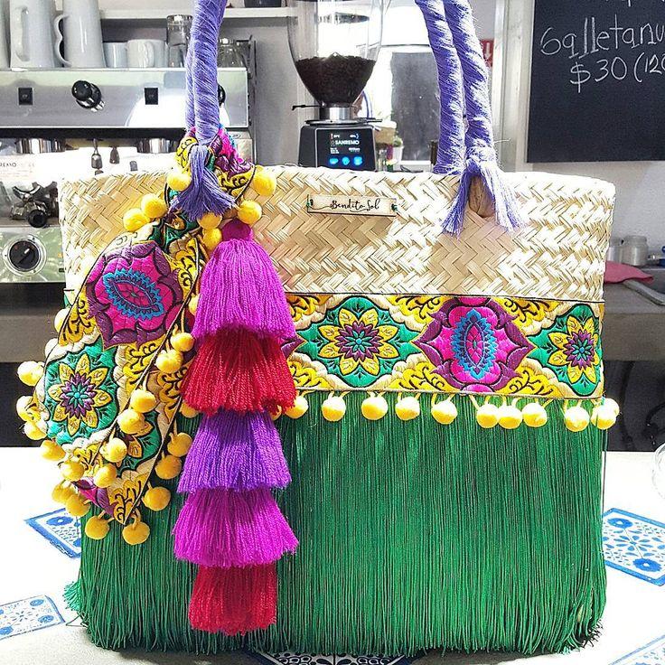 ¡Disponibles en Ciudad de México! ¡Buenas noticias! Próximamente estaremos trayendo más bolsas para entrega inmediata en nuestro nuevo punto de venta oficial en CDMX en la boutique de Río Amazonas #26 Esquina Río Pánuco, Colonia Cuauhtemoc. Bolsa Verde: Mediana Bolsa Azul: Grande Informes por inbox. #artesanal #hechoenmexico #hechoamano #verano #colores