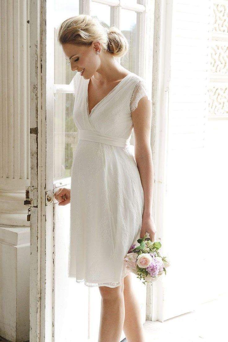 Knielanges, elegantes Brautkleid aus feinster Spitze mit
