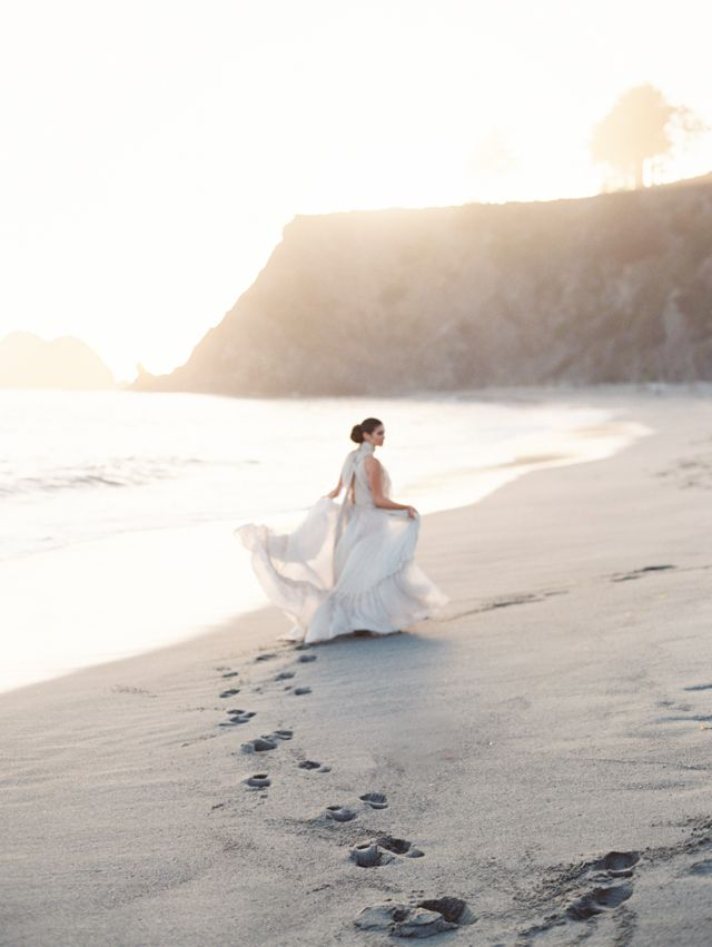Beach bridals | Kylie Martin Photography | see more on: http://burnettsboards.com/2014/09/whelve-bridal-editorial-inspired-ancient-word/