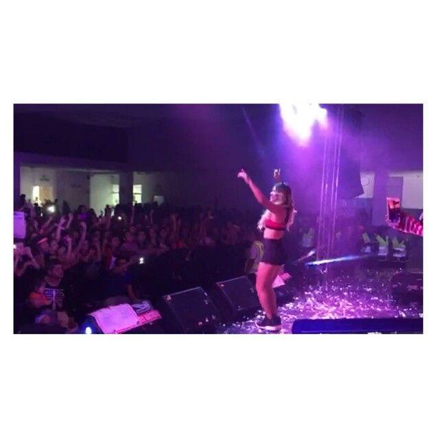 La felicidad me desbordaba ♡♡♡ ... Con dos semanas de LanzamientoAyer Cantando #DIME con mi maravilloso Público de Cali
