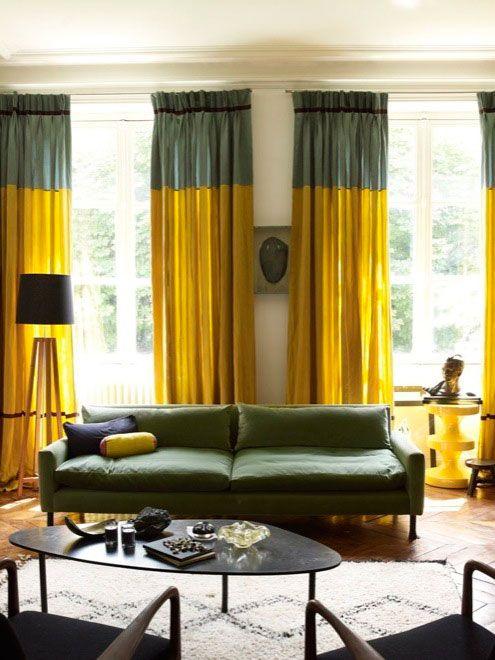 rideaux jaunes avec bandes grises : fait toute la déco de la pièce