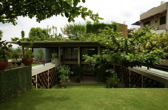 Rumah Setiabudi Medan / Adi Purnomo Architects