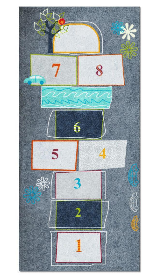 Hüpfkästchen Für Drinnen Der Rutschfeste Untergrund Und Das Spielerische Motiv Sind Die Ideale Voraussetzung Für V Spielteppich Teppich Geschenke Zum Abschied