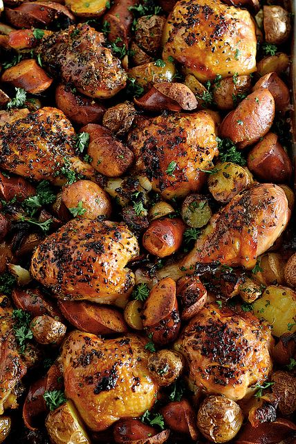 Spanish Chicken with Chorizo and Potatoes by pickyin.blogspot #Chicken #Spanish #Choriozo #pickyin_blogspot: Spanish Chicken, Fun Recipes, Black Beans, Spanishchicken, Food, Potatoes, Chicken Thighs, Chorizo, One Dishes Meals
