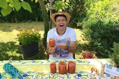 Tip a recept od Majkla: jak si jednoduše vyrobit a konzervovat domácí rajčatovou omáčku / protlak