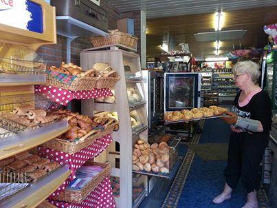 Iedere morgen vers gebakken broodjes bij Engeltje in de winkel...heerlijk!