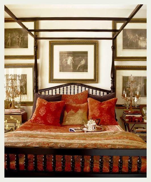 Спальня толи в колониальном, толи в восточном стиле
