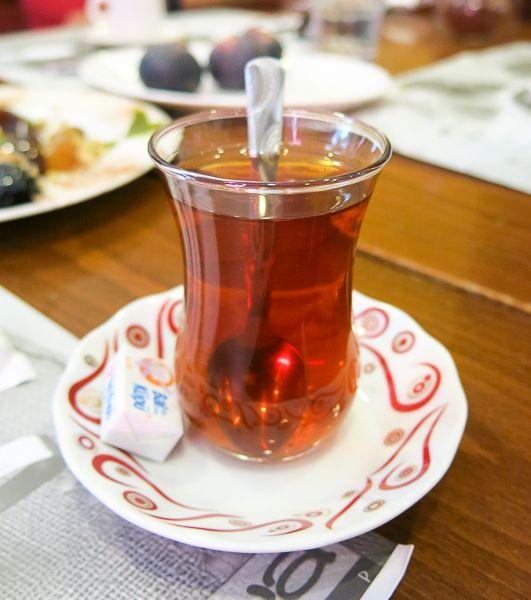 Thé aux pommes - Istanbul, Turquie - Un classique à goûter ou plutôt à boire lors d'un #voyage à Istanbul! #foodies