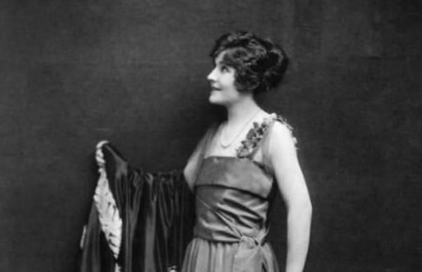 """Margaret Dumont was 5' 9"""" and was considered tall for a woman in the early 20th century."""