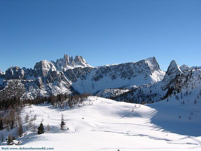 Feste, inaugurazioni, notte bianca... questo weekend a Cortina c'è da divertirsi  http://2night.it/2012/11/26/fashion-weekend-notte-bianca-cortina-per-il-ponte-di-sant-ambrogio.html