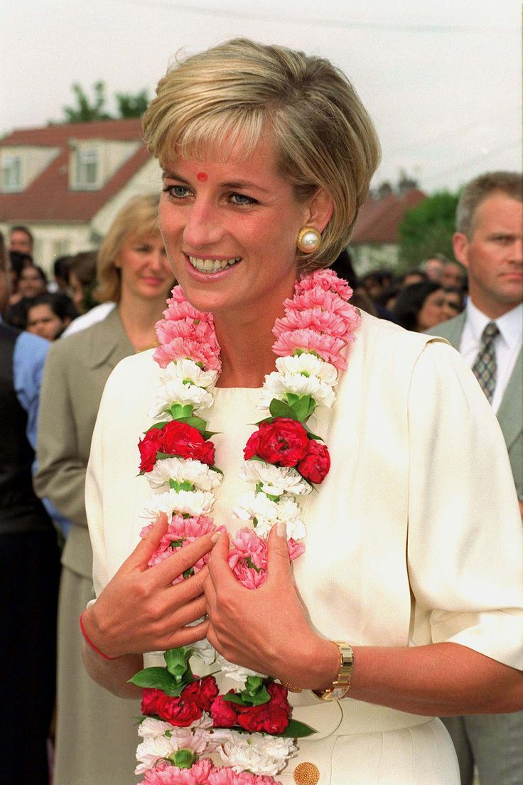 She received a traditional garland when she arrived at the Shri Swaminarayan Mandir Hindu Temple in London ...