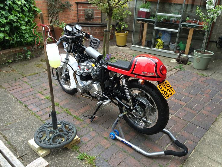 "Bit out of sequence by hay; here's the first start moment. A garden umbrella stand, old broom handle plus aux fuel tank gives a suitable ""life support"" look."