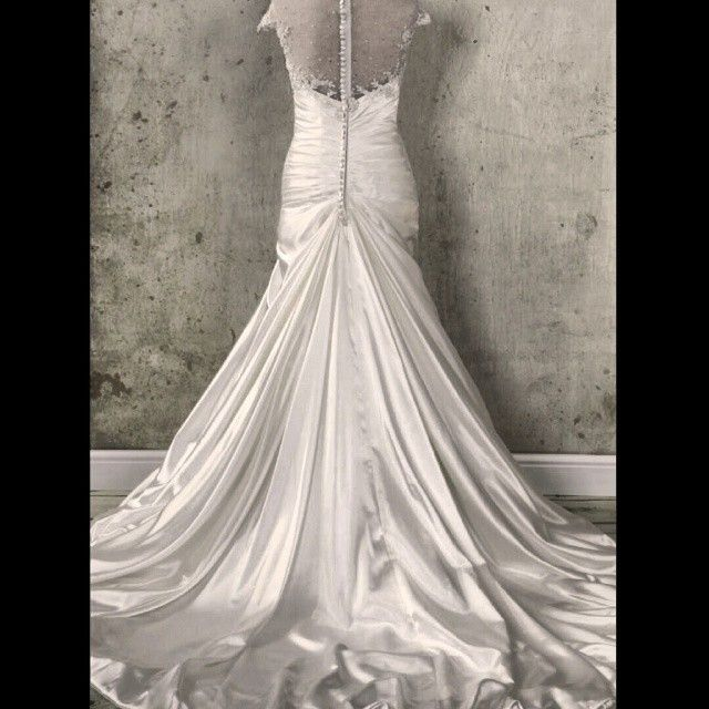This #dress has such a #glamorous long train & #lovely appliqué detail.