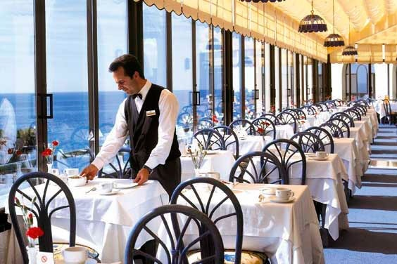 The Hotel Riu Mónica is located in Nerja in Málaga, Spain, where only the promenade separate it from the Playa de la Torrecilla. It is a perfect hotel to enjoy Málaga in a calm environment with your family, couple or friends. Hotel Riu Monica - Hotel in Nerja - Malaga, Andalusia - RIU Hotels & Resorts