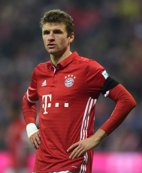 Bayern Munich's striker Thomas Mueller is seen during the German first division Bundesliga football match between FC Bayern Munich and Bayer 04 Leverkusen in Munich, southern Germany, on November 26, 2016.  / AFP / CHRISTOF STACHE / RESTRICTIONS: DURING MATCH TIME: DFL RULES TO LIMIT THE ONLINE USAGE TO 15 PICTURES PER MATCH AND FORBID IMAGE SEQUENCES TO SIMULATE VIDEO. == RESTRICTED TO EDITORIAL USE == FOR FURTHER QUERIES PLEASE CONTACT DFL DIRECTLY AT + 49 69 650050.
