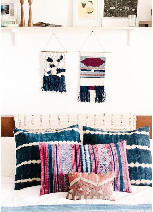 Une chambre bohème avec des petites touches de bleu