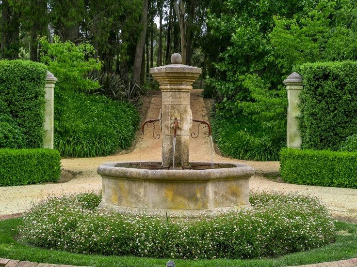 Rosehill Farm. Circular driveway and fountain.