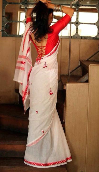 The lovely red and white combo on the kalkati sari Gorgeous paired with a sensuous blouse                                                                                                                                                      More