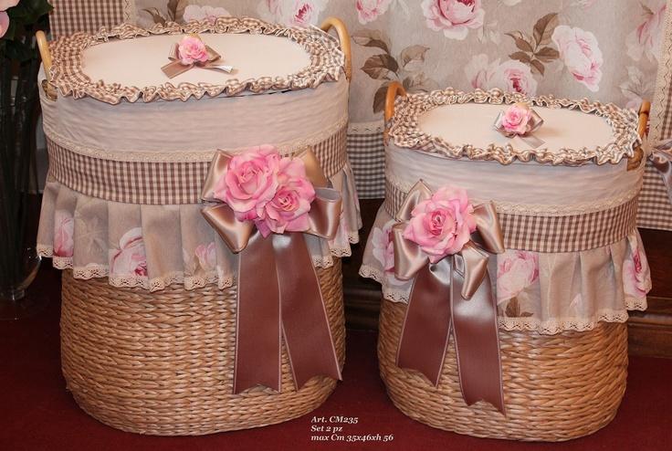 cestas set 2 piezas : pequeña 30x40 h46 cm; grande 35x46 h 56 cm  producto artesanal made in Italy,decoradas con telas y aplicaciones de flores exclusivas.  sobre pedido entrega en 20-30 dias  pvp 268,00€ el set  https://www.facebook.com/pages/MEMORIESMiniaturesCo/401377539901628?ref=hl