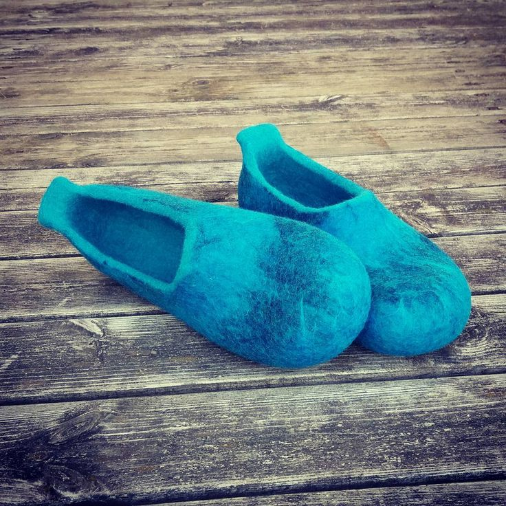 """26 Likes, 1 Comments - InesePAMANA (@pamana.lv) on Instagram: """"Dzīles ○ ○ ○ #feltslippers #woolslippers #woolclogs #wetfelted #cozy #homeshoes #slowlife…"""""""