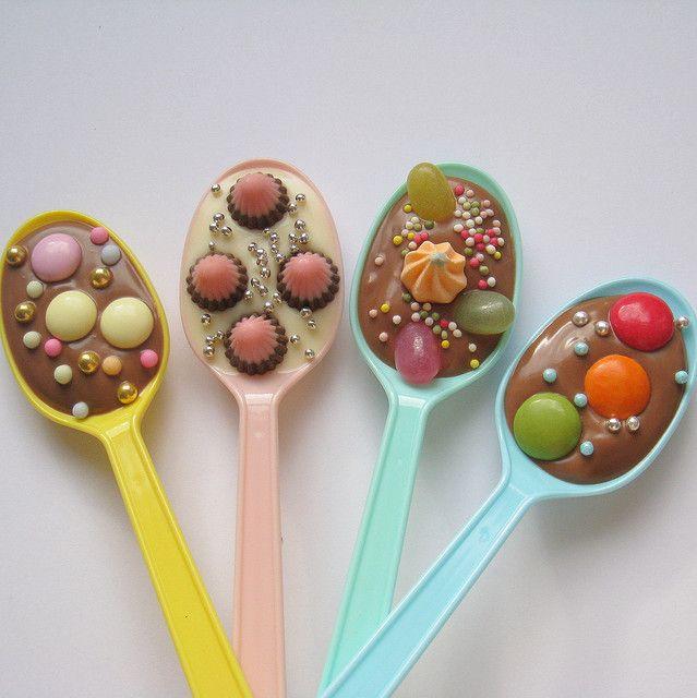 Delicious Delicious Delicious: Chocolate Party Spoons!