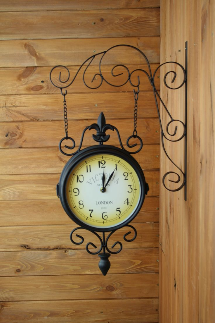 Nástěnné oboustranné hodiny - kovové