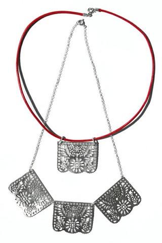 """Collar """"Papel Picado"""" Inspirado en las festividades mexicanas, hay dos modelos disponibles; uno con tres piezas de papel picado y el otro viene solo una pieza. $749.00"""
