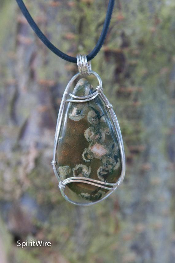Pendentif enroulé de fil de jaspe de forêt tropicale humide, pendentif en pierre enveloppé de fil de ruban Sterling, pendentif d'enroulement de fil de pierre, pierre d'enroulement de fil de rhyolite