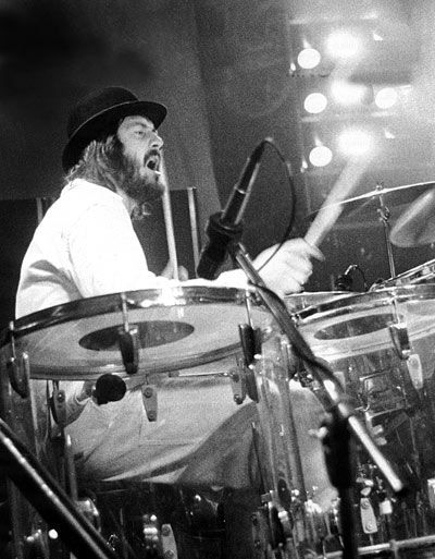 17 best images about john bonham on pinterest english led zeppelin drummer and jimmy page. Black Bedroom Furniture Sets. Home Design Ideas