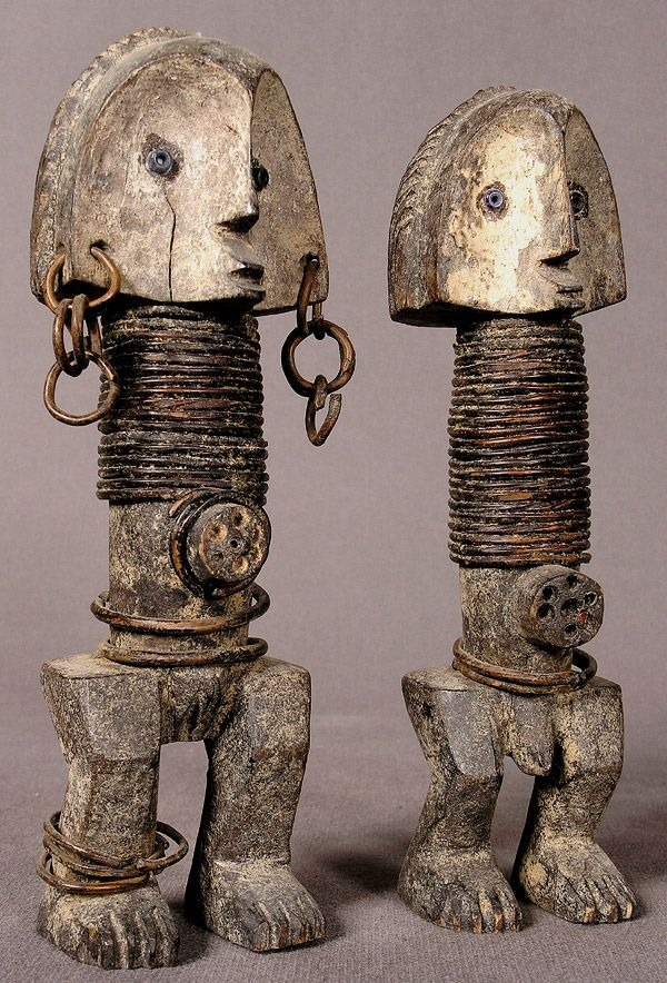 ZANDE (Azande): pair of figures.  h 19.5 cm and 19.7