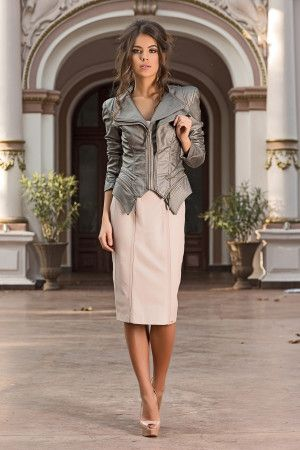 Very elegant and chic jacket that can be worn with a pair of jeans or with a…