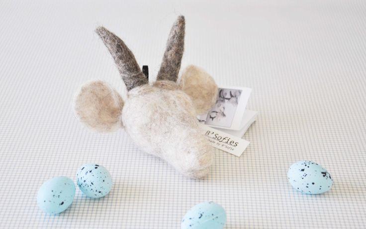 Een persoonlijke favoriet uit mijn Etsy shop https://www.etsy.com/nl/listing/191607767/handmade-needle-felted-goat-head-animal