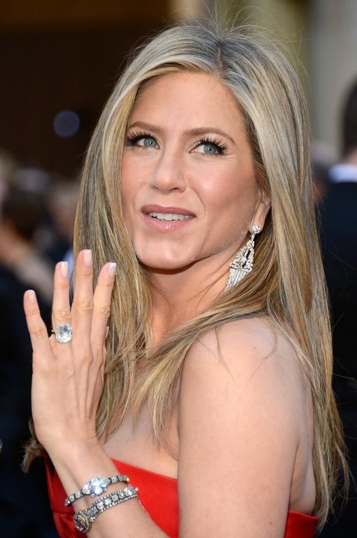 Jennifer Aniston's Engagement Ring... Amazing shot - Finally!!!