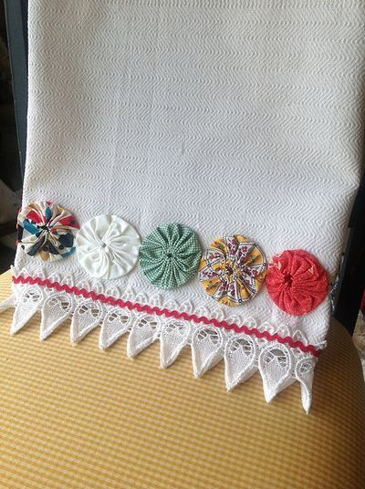 """Dishtowel with yo-yos - cute idea but the link doesn't take you to the """"how-to"""". Oh well, how hard can this be?"""